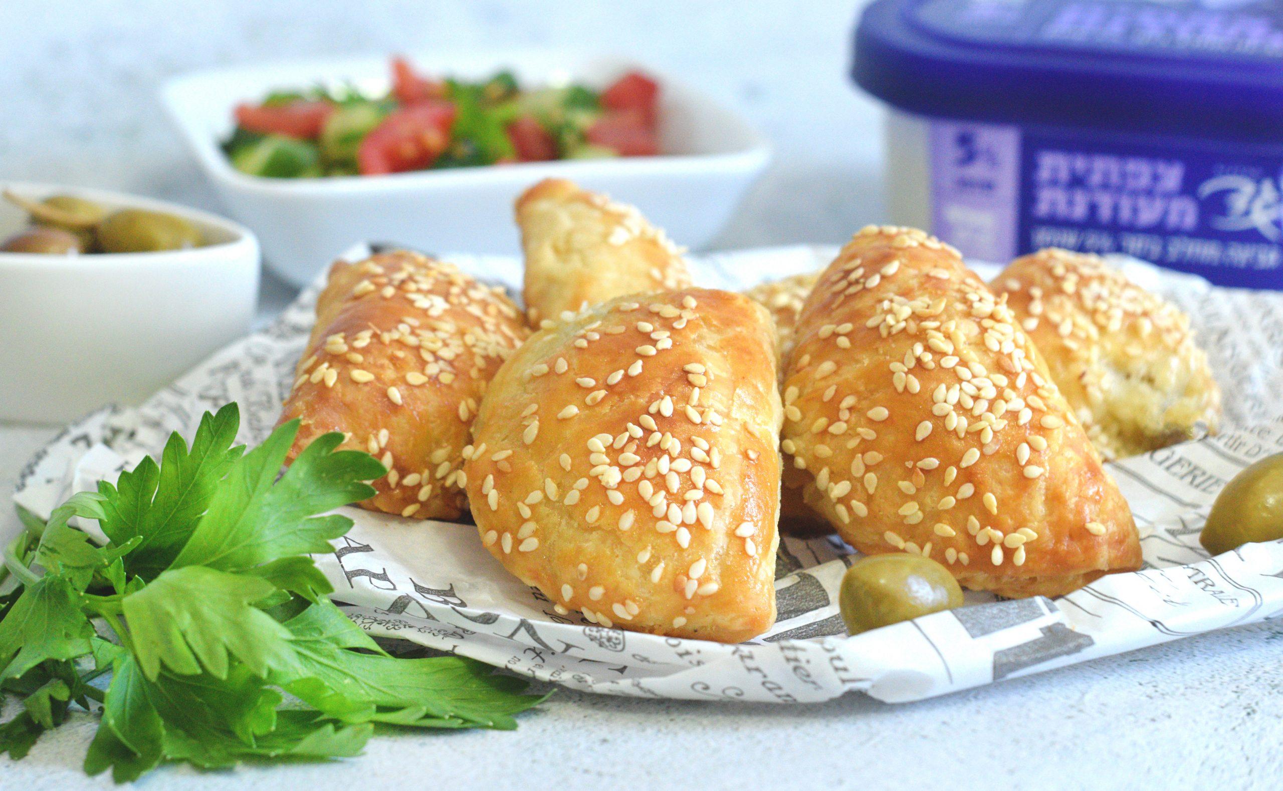 בורקיטס גבינות וזיתים   צילום: ספיר דהן