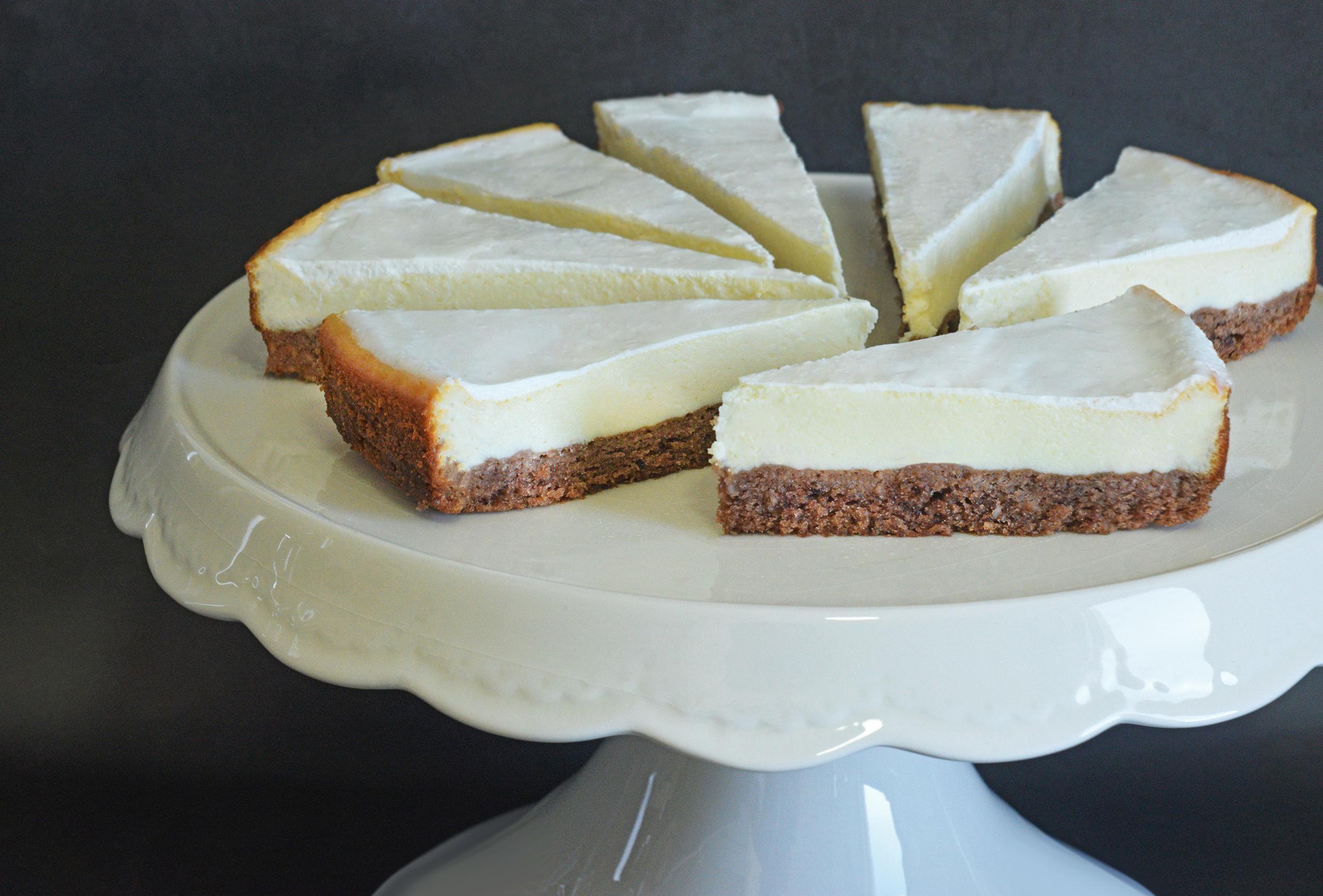 עוגת גבינה אפויה עם תחתית קוקוס ושוקולד | צילום: ספיר דהן