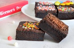 עוגת שוקולד במרקם פאדג'י בקערה אחת | צילום: ספיר דהן