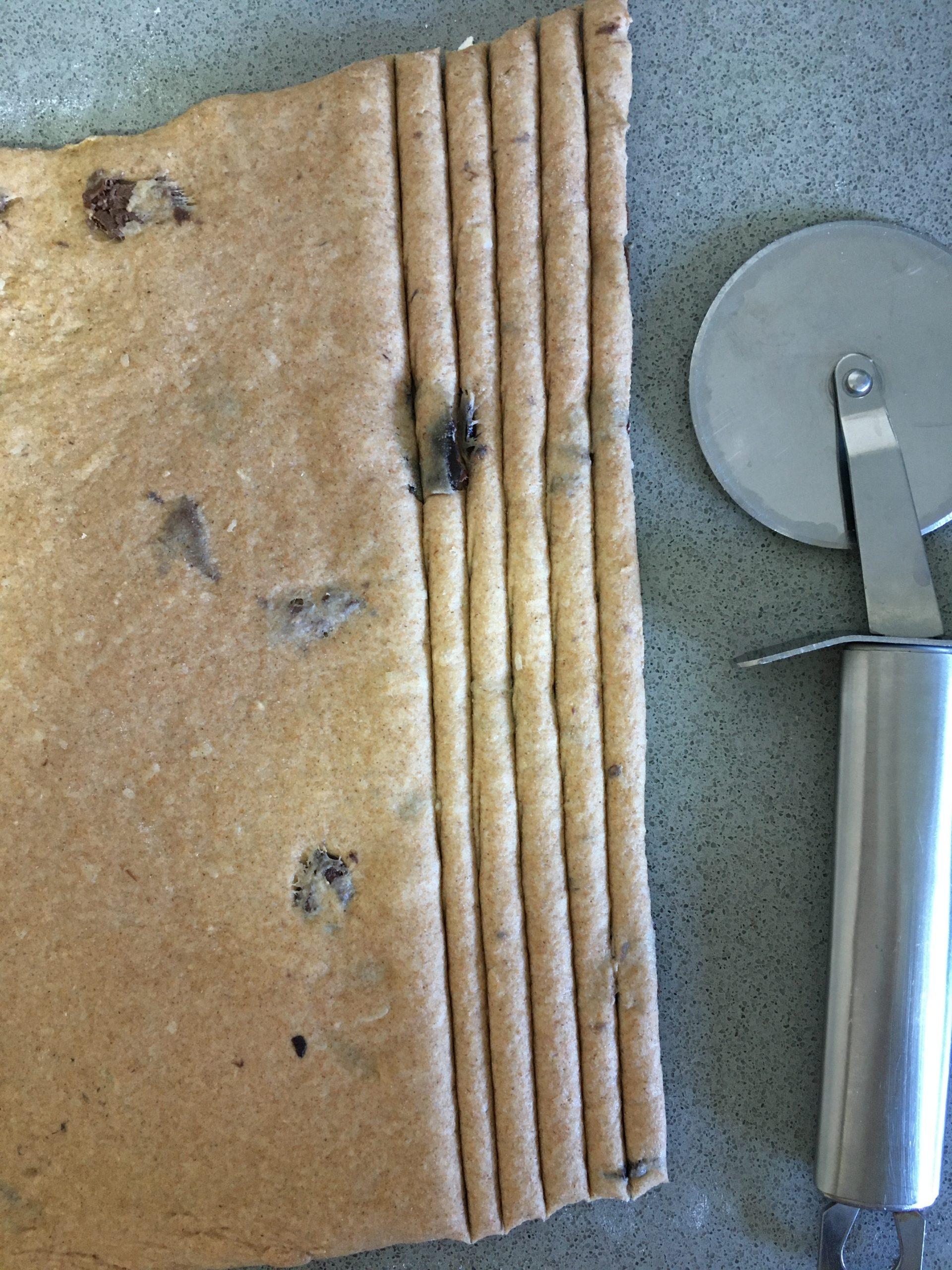 גריסיני פרמזן וזיתי קלמטה מקמח מלא | צילום: ספיר דהן