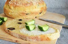 לחם עם זיתי קלמטה ללא לישה ב-5 דקות | צילום: ספיר דהן