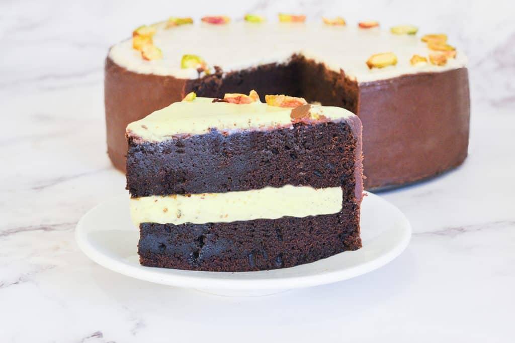 עוגת שוקולד פיסטוק חגיגית   צילום: ספיר דהן