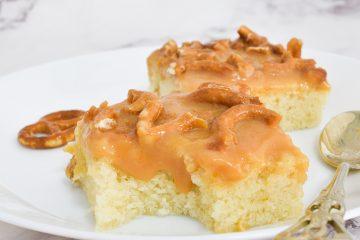 עוגת וניל ברוטב טופי קרמל | צילום: ספיר דהן