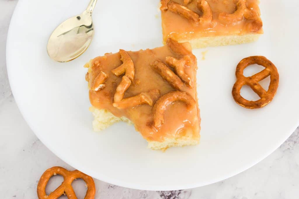 עוגת וניל ברוטב טופי קרמל   צילום: ספיר דהן