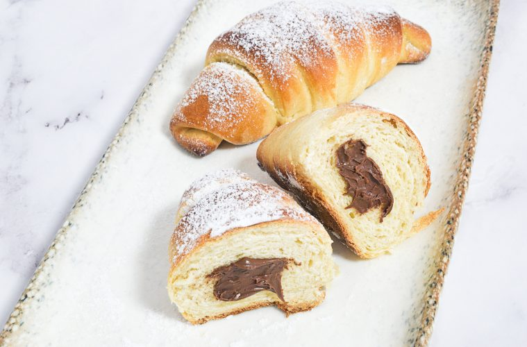 קרואסון שמרים במילוי שוקולד | צילום: ספיר דהן