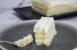 עוגת שכבות שוקולד לבן ללא גלוטן (כשרה לפסח!) | צילום: ספיר דהן