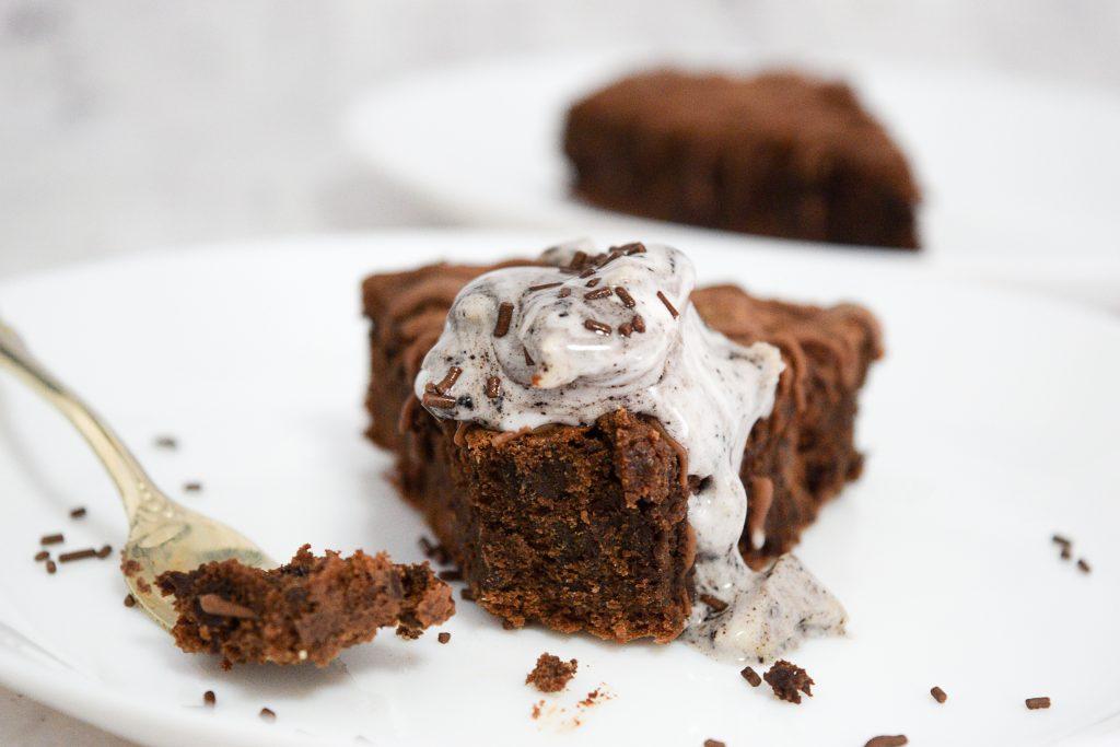 עוגת שוקולד פאדג' כשרה לפסח | צילום: ספיר דהן