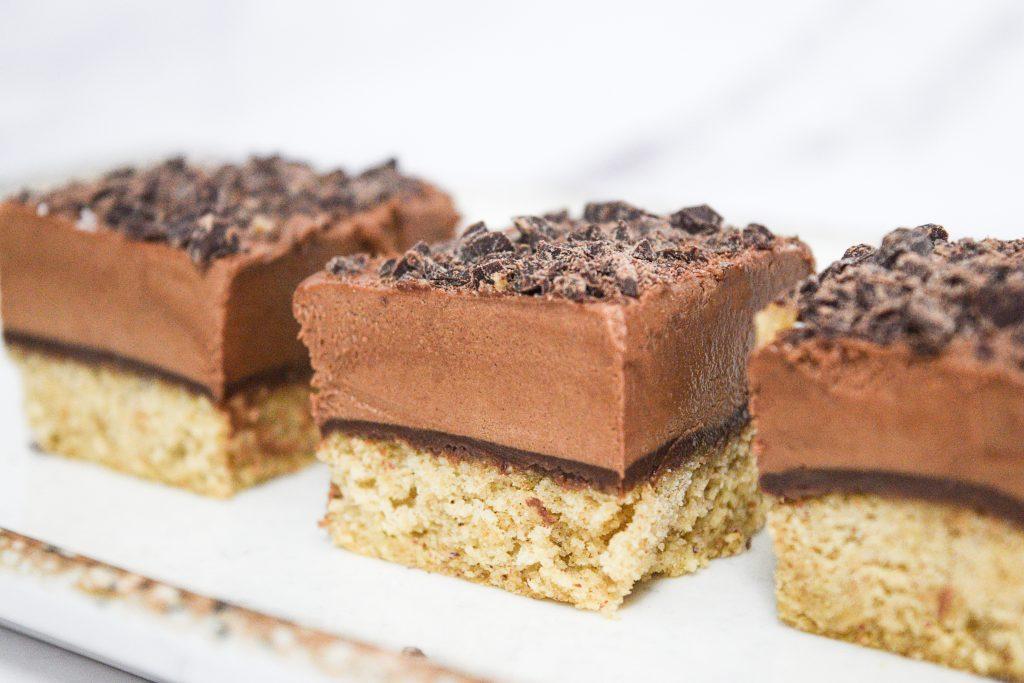 קוביות מוס שוקולד פרווה | צילום: ספיר דהן
