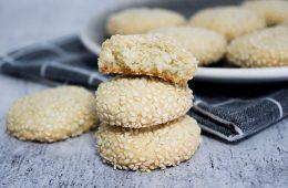 עוגיות שקדים ושומשום   צילום: ספיר דהן