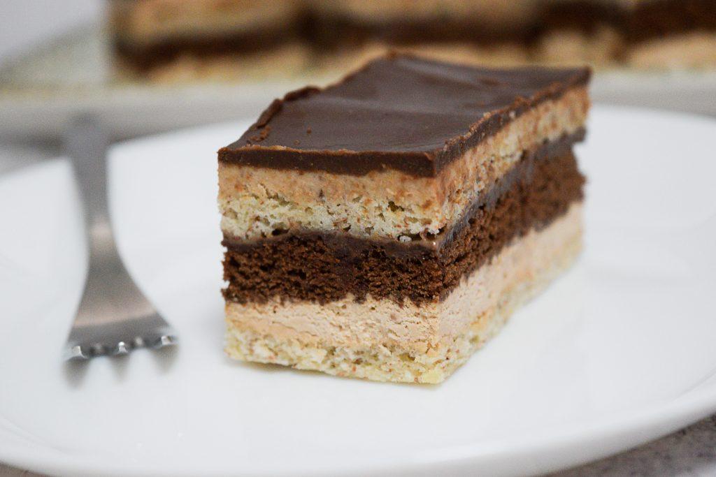 קינוח שכבות שוקולד קפה ושקדים | צילום: ספיר דהן