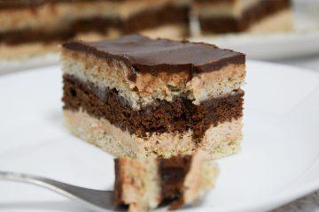 קינוח שכבות שוקולד קפה ושקדים   צילום: ספיר דהן